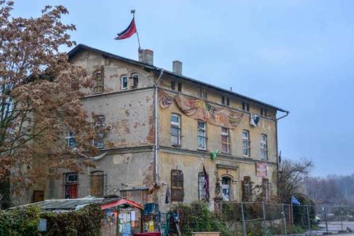 Um dieses Haus in der Hafenstraße geht es. Auch die zweite Räumung wurde nun abgesagt.