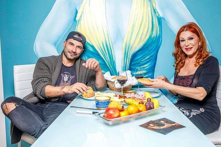 Marc Terenzi und Zora Schwarz nach einer langen Nacht beim Frühstück in der Ferienwohnung im Luisenhof.