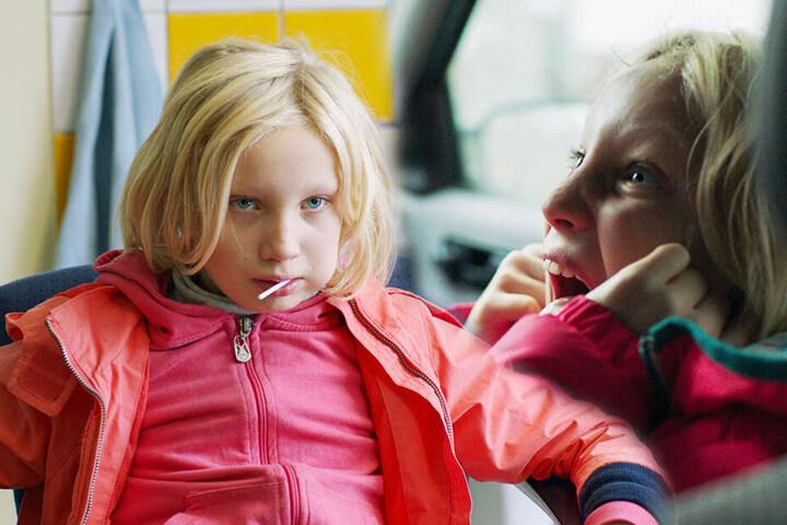 Benni (Helena Zengel) ist ein intelligentes Mädchen, das mit ihren Verhaltensauffälligkeiten aber viele Menschen abstößt. (Bildmontage)