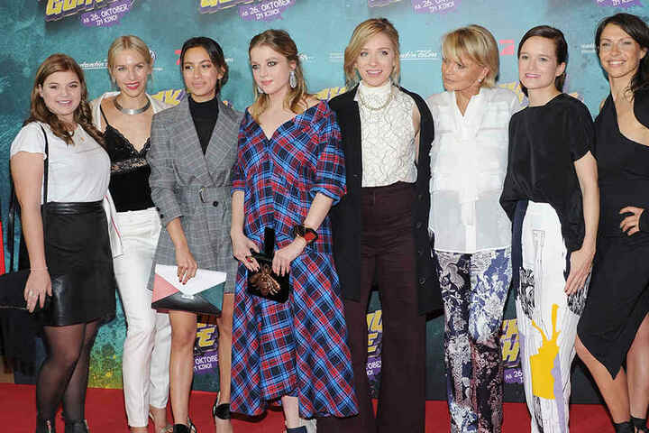 Die Schauspielerinnen Runa Greiner, Julia Dietze, Gizem Emre, Hella Haase, Lena Kleine und Uschi Glas, Produzentin Lena Schömann und die Schauspielerin Jana Pallaske (v.l.).