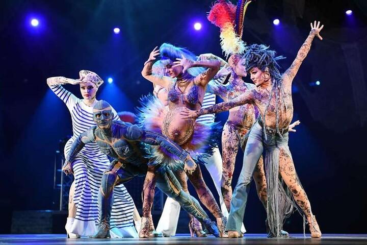 """Eine Szene aus der Revue """"The one - Grand Show"""" im Friedrichstadt-Palast."""
