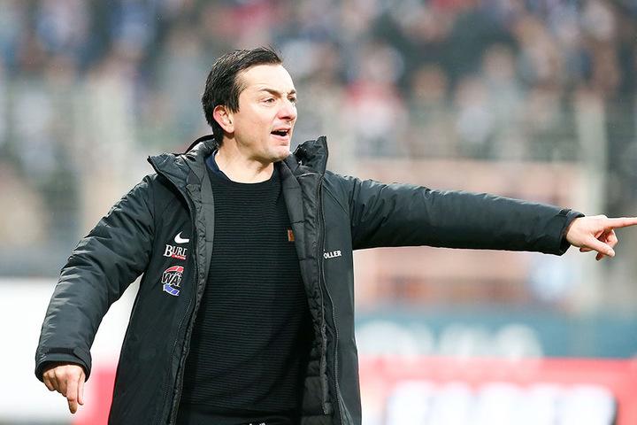 FCE-Trainer Daniel Meyer sah sich zur Pause gezwungen, einen Systemwechsel vorzunehmen.