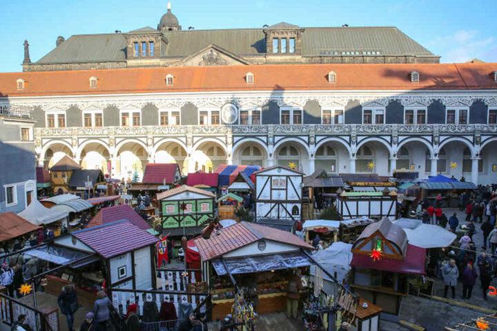 Mittelalter-Weihnachtsmarkt im Stallhof Dresden.