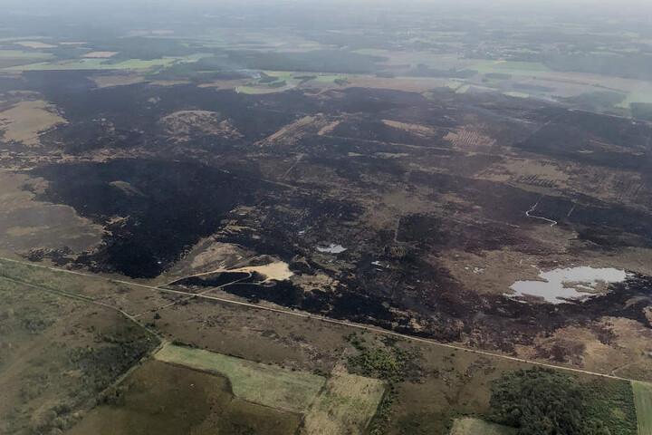 Blick auf den Moorbrand auf dem Bundeswehr-Testgelände.
