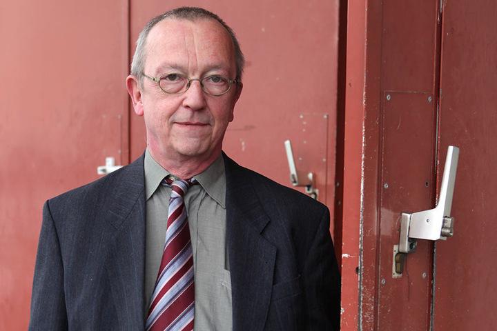 """Der Dresdner JVA-Anstaltsleiter Ulrich Schwarzer (63) hat """"umfassende  Aufklärung"""" versprochen. Seine Häftlinge sollen jetzt Strafanzeige gestellt  haben."""