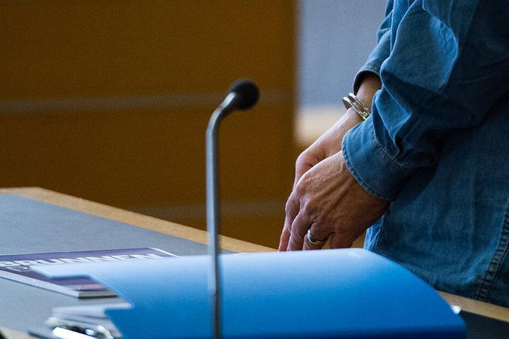 Bereits am Donnerstag beginnt der Prozess gegen das Pärchen am Landgericht in Hildesheim. Momentan sind beide in Untersuchungshaft. (Symbolbild).