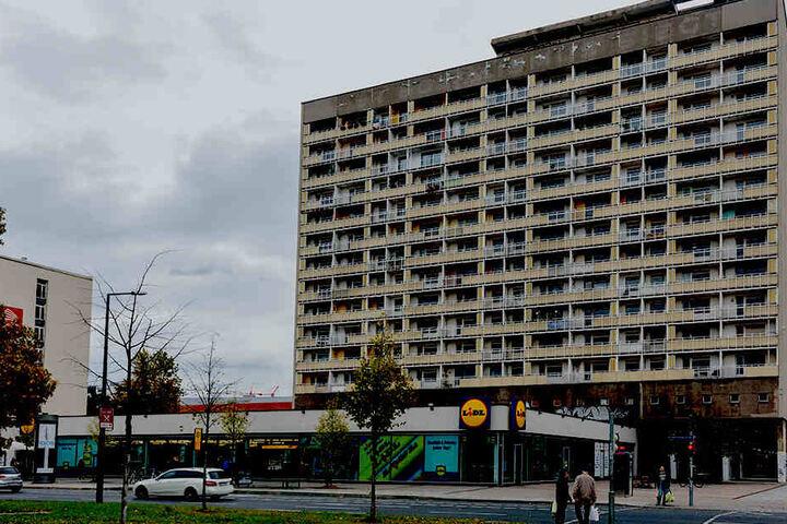 """Das marode Hochhaus am Pirnaischen Platz wird Drehort im Dresdner """"Tatort""""."""