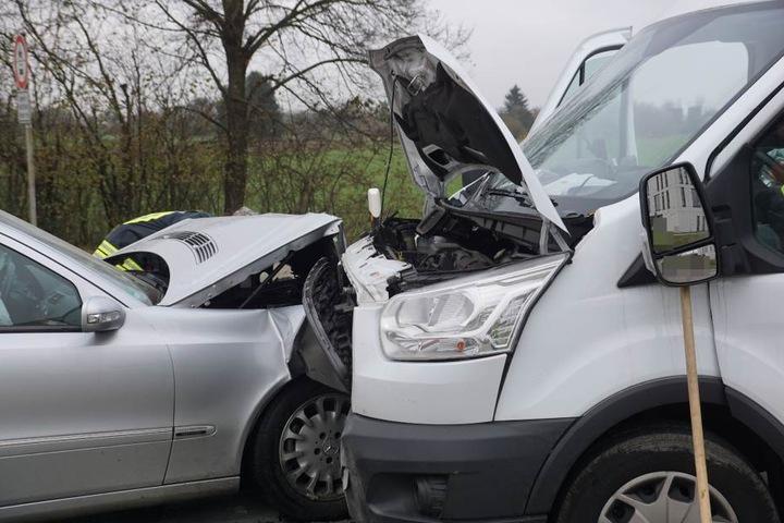 Der Unfall geschah, als der Transporter abbiegen wollte.