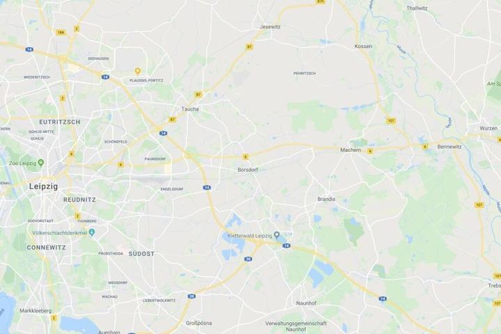 Zunächst wurde in ein Mietshaus in Borsdorf eingebrochen, ehe ein 30-jähriger Tatverdächtiger mit dem gestohlenen Auto in Wurzen ein schwerer Unfall verursacht wurde.