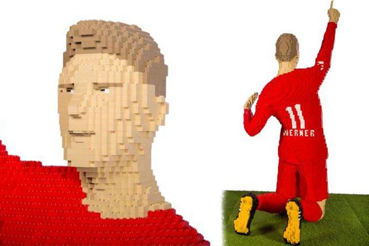Detailgetreu wurde der lebende Timo Werner als Lego-Figur umgesetzt.