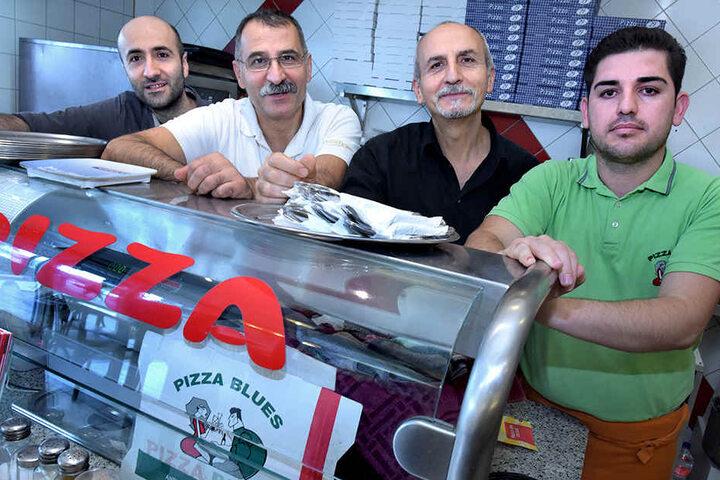 Sinan Turan (2.v.l.) schließt die Pizzeria zu 2018. Es folgt ein Döner-Imbiss.