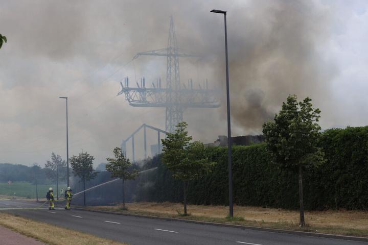 Wegen der starken Rauch-Entwicklung mussten mehrere Häuser evakuiert werden.