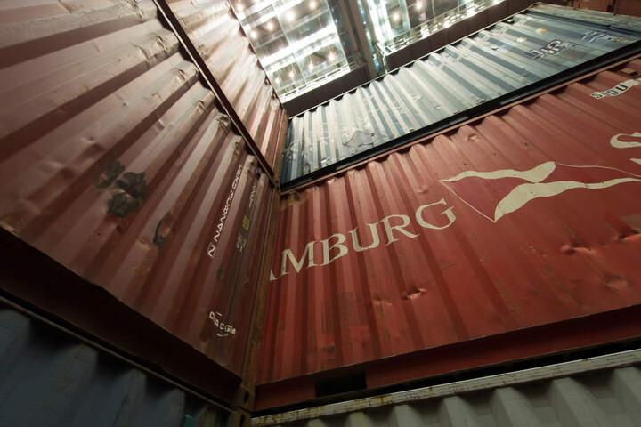 Die Verbrecher gaben vor, Teppiche per Container ins Land zu holen. (Symbolbild)