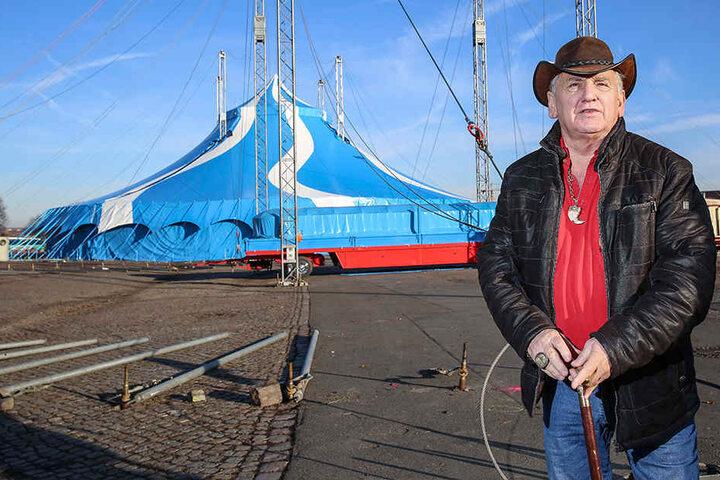 Am Freitag vor einer Woche musste Zirkusdirektor Mario Müller Milano (68) schon am Stock über den Platz laufen.