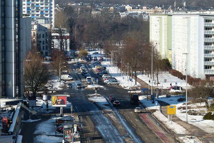 Am Ende der Brückenstraße soll ein Regenüberlaufbecken entstehen. 16,3 Millionen Euro waren geplant. Doch der Bau wird deutlich teurer.
