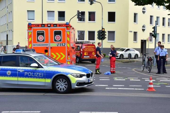 Das Unfallopfer starb noch vor Ort in Köln-Höhenberg.