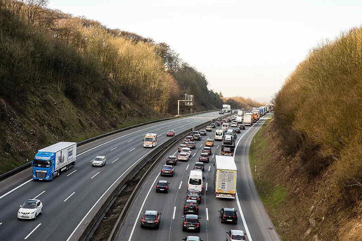 Bis auf eine Länge von 10 Kilometern staute es sich auf der A2 nach dem Unfall.