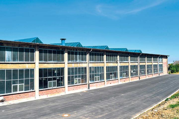 """Die Halle des ehemaligen """"Kraftverkehrs"""" wird derzeit umgebaut. Bereits im  November soll die Eröffnung sein."""