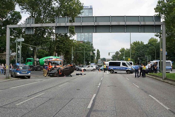 Die Kreuzung am Treptower Park wurde komplett gesperrt.