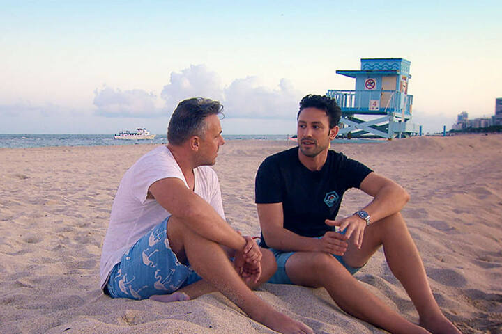 Dennis (l) und Daniel im Gespräch.