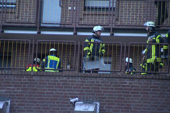 Die Kameraden der Feuerwehr beim Einsatz.