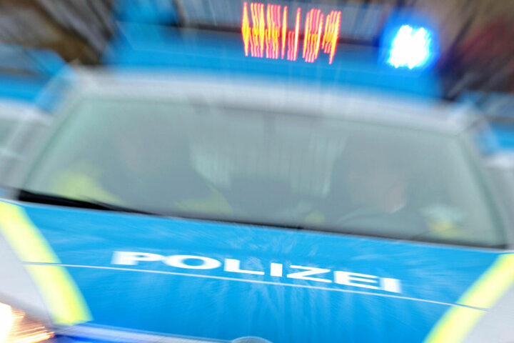Zeugen sind dazu aufgerufen, sich bei der Polizei zu melden (Symbolbild).