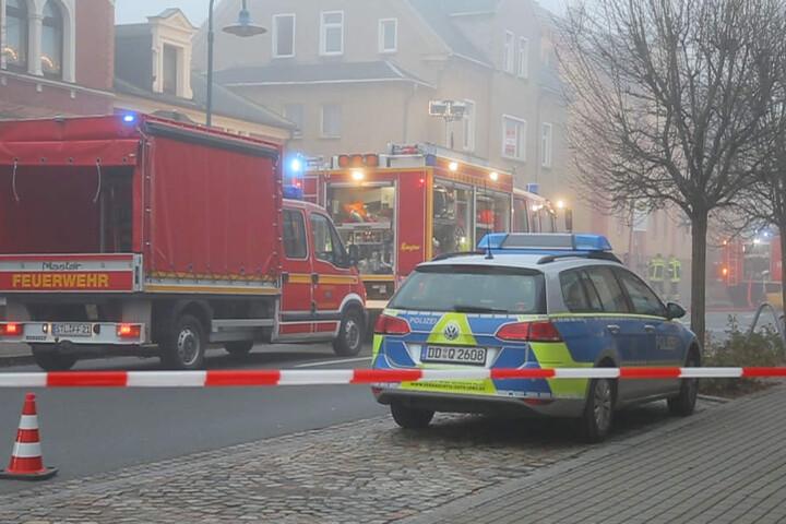 Während der Löscharbeiten war die Bahnhofstraße voll gesperrt.