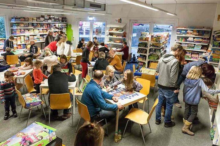 """Knapp 100 Besucher zog es zum Internationalen Kartenspieltag in das """"Deutsche Spielemuseum""""."""