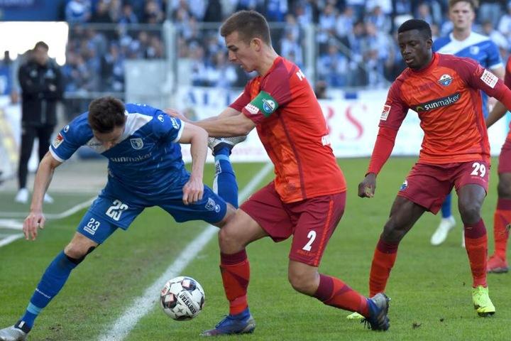 Innenverteidiger Uwe Hünemeier (m.) erzielte gegen Magdeburg den wichtigen Ausgleichstreffer.