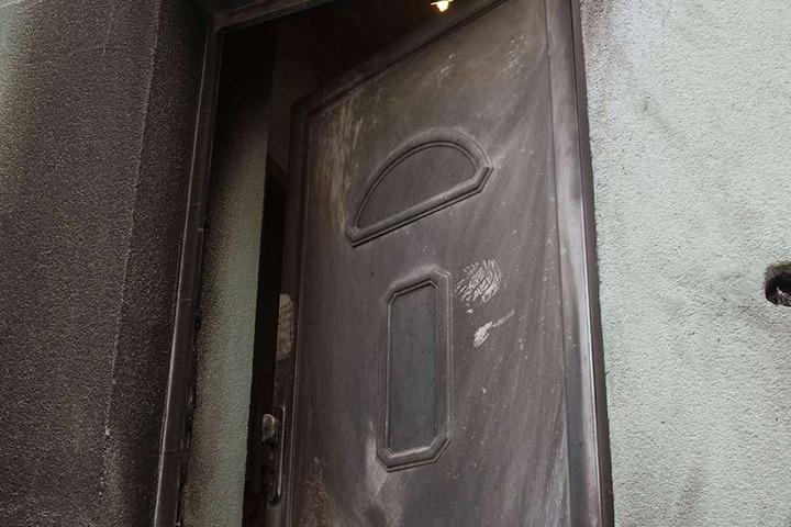 So wurde die kaputte Tür erst ins LKA zur Spurensicherung gebracht, als sie schon auf dem Sperrmüll lag.