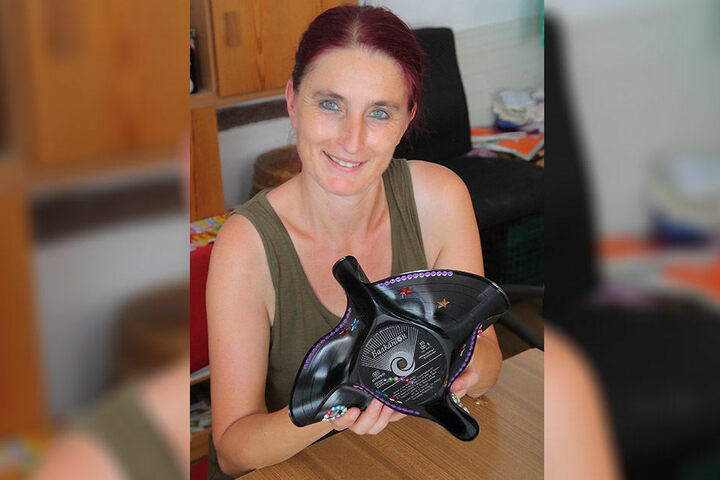 """Aus alt mach neu: Karola (49) hat gestern im """"Haus der Begegnungen"""" diese formschöne Schale gebastelt."""