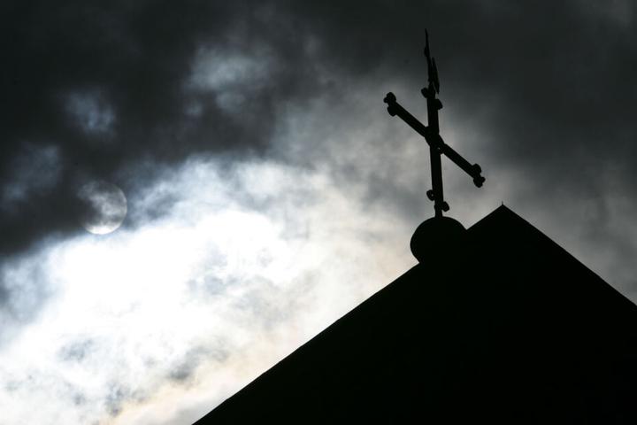 Viele Landeskirchen erlauben auch Trauung Homosexueller. (Symbolbild)