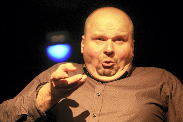 Kabarettist Peter Flache (49) belehrt als Besserwisser-Zwerg Akademi.