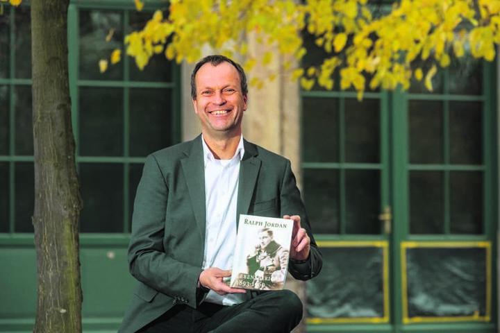 Hans Jacobs (56) ist der Enkel des letzten Dresdner Firmeninhabers Ralph Jordan und veröffentlicht den Lebensbericht seines Vorfahren.