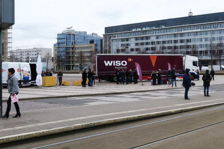 """Auf dem Leipziger Augustusplatz macht das Team von """"WISO"""" Halt."""