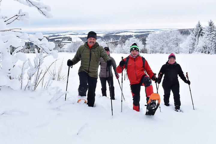 Frank Schurig, Nora und Gabi Schröter und Florian John haben viel Spaß beim Wandern.