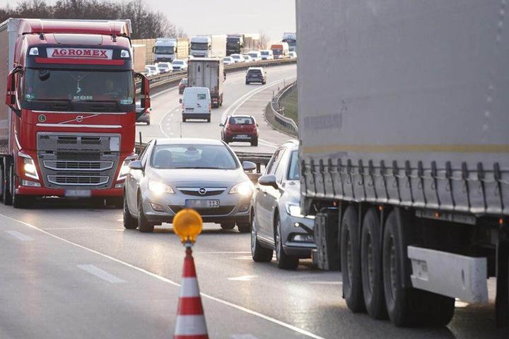 Durch den Unfall bildete sich auf der A4 ein langer Stau.