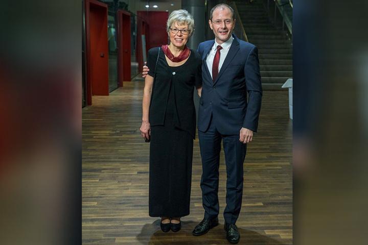 Auch die Politik war zu Gast. Markus Ulbig hält seine Frau Monika im Arm.