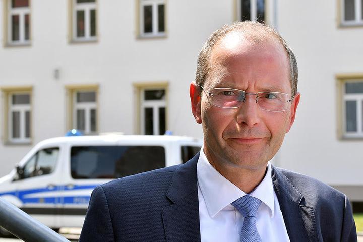 Innenminister Markus Ulbig (CDU) will nicht auf die Verbotszonen als Mittel der Eskalation verzichten.
