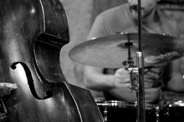 """Der """"jazzig, musikalische Stadtspaziergang"""" bringt Dich und Deine Füße zu tollen Musikschauplätzen in der Domstadt."""
