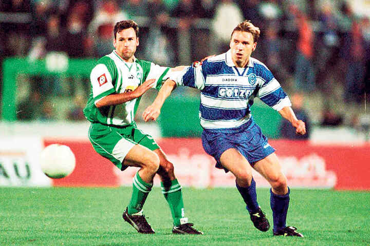 Vor 20 Jahren jagte Horst Steffen (r., links Bremens Andree Wiedener) in der Bundesliga dem runden Leder hinterher.