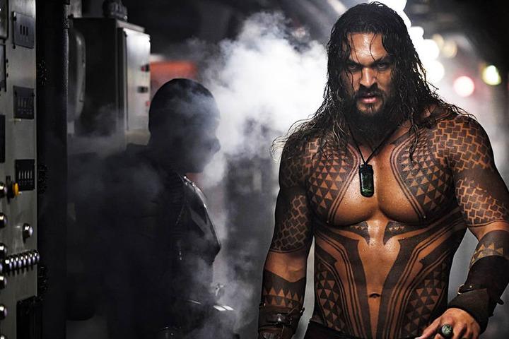 Aquaman (Jason Momoa) hat eine schwere Bürde zu tragen und muss eine lebensverändernde Entscheidung treffen.