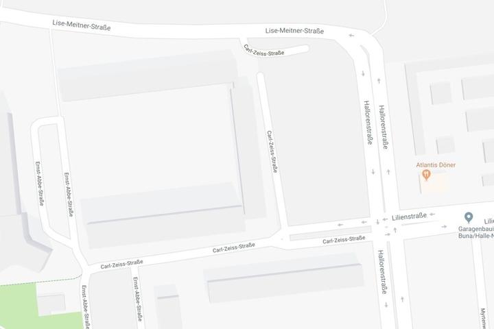In einem Neubaublock in der Carl-Zeiss-Straße in Halle-Neustadt brannte es am frühen Freitagmorgen.