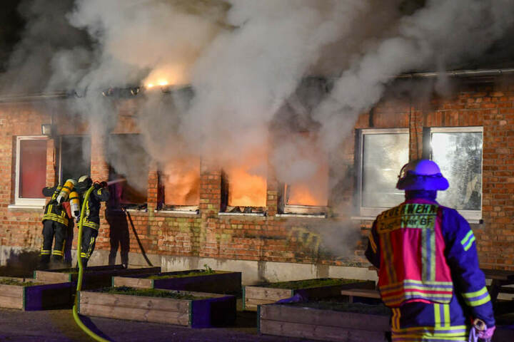 In einem Wohnzimmer einer Wohnung des Heims war ein Feuer ausgebrochen.