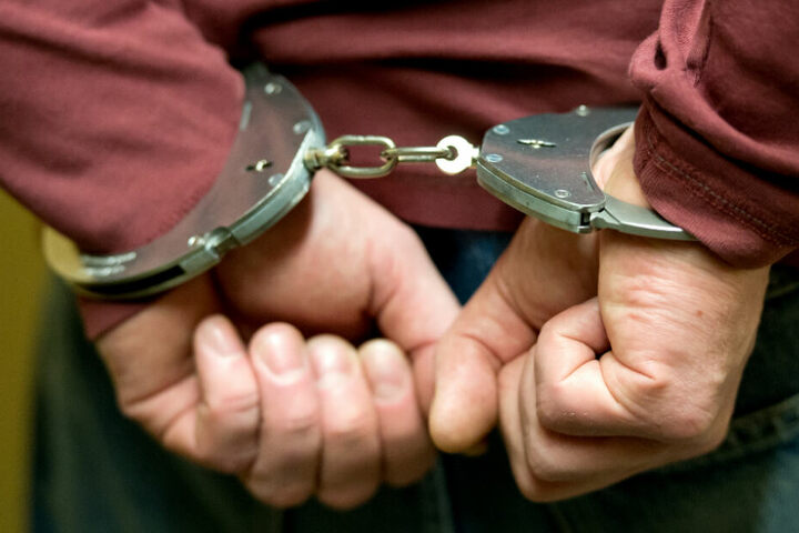 Der Angeklagte verletzte den 19-Jährigen mit dem Messer lebensgefährlich (Symbolfoto).