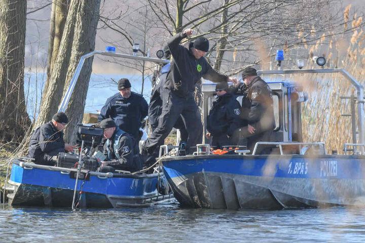 Die Polizei hat ihre Suche nach Rebecca fortgesetzt. Im Einsatz sind auch Polizeitaucher aus Berlin.