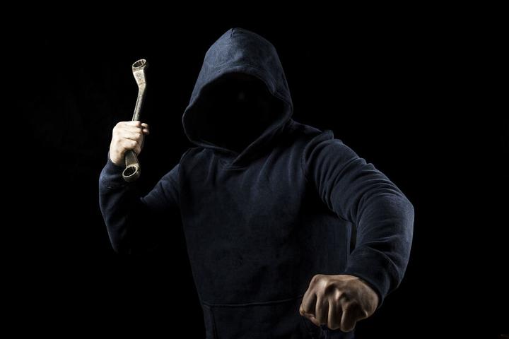 Die Angreifer warteten im Keller auf den Mann und entkamen unerkannt. (Symbolbild)