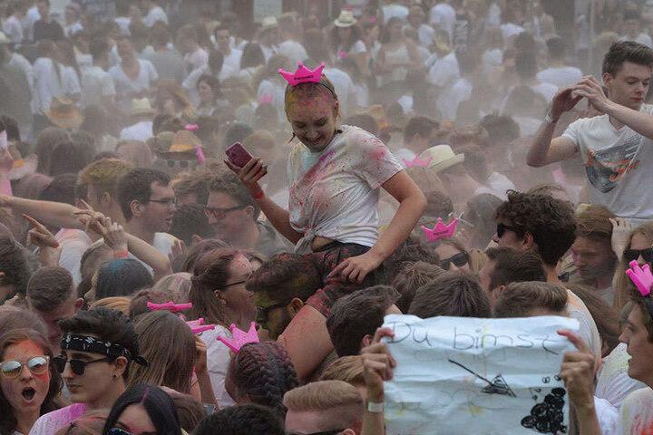 Die meisten hatten ein weißes T-Shirt an, damit die Farben so richtig wirken.