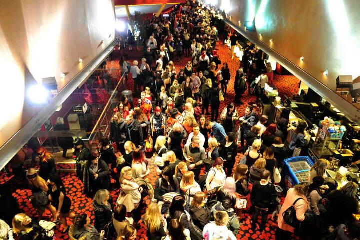 1600 heiße Mädels (und ein paar Männer) stürmten die Ladysnight im Kino.
