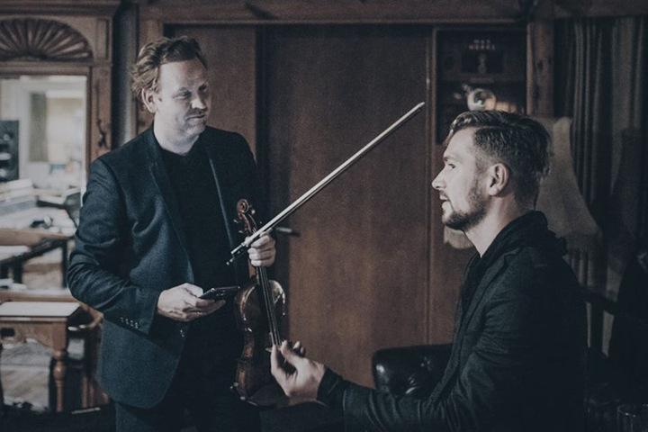 """Für die Akustikversion seiner Single """"Wall"""" holte sich Räuber den Star-Geiger Daniel Hope (44) zur Unterstützung."""
